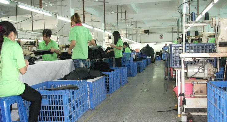 Uncle Nine Leather's worker will inspect fashion bags online more that 3 times